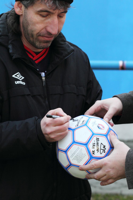 Foto TJ Sokol Moravany podpis fotbalového míču